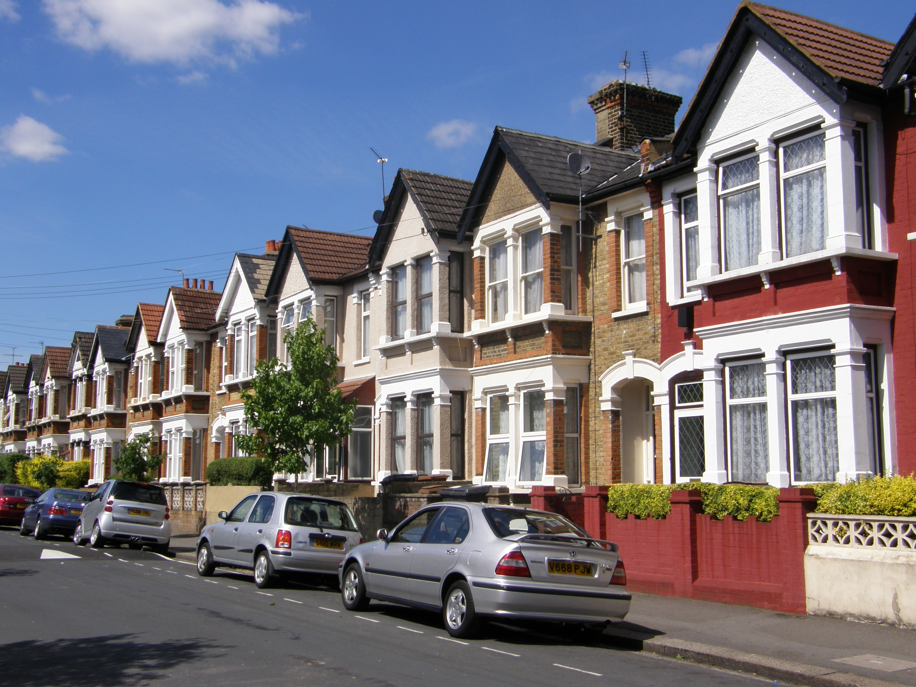 Pretty terraced houses in leytonstone a picture from for What is terrace house