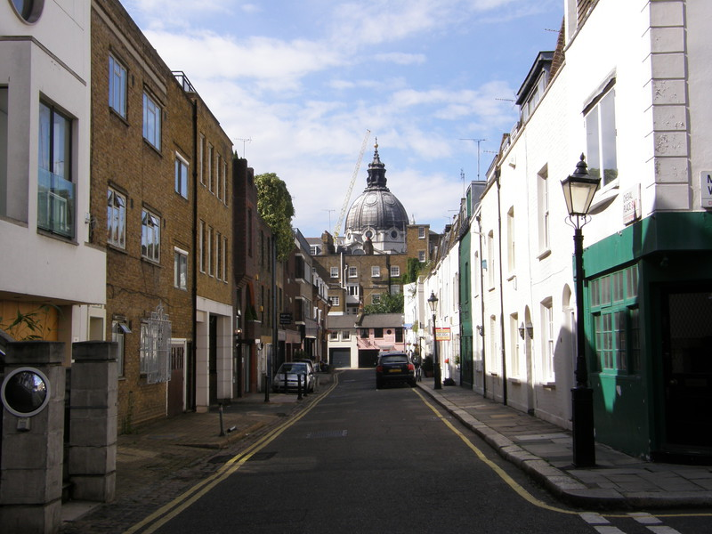 Looking down Cheval Place towards Brompton Oratory