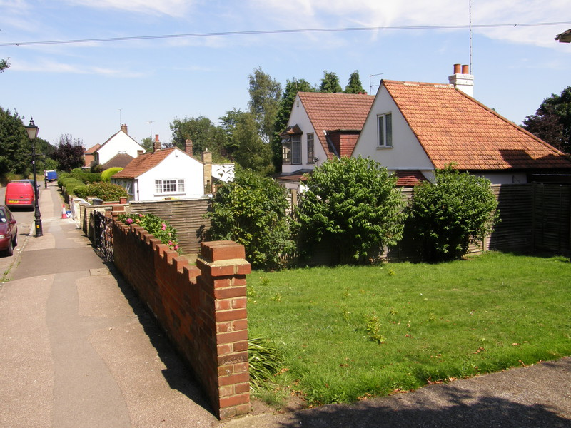 Houses along Bell Common