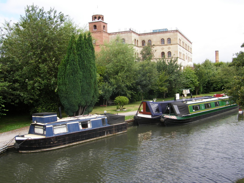 Al Masjid ul Husseini and the Grand Union Canal
