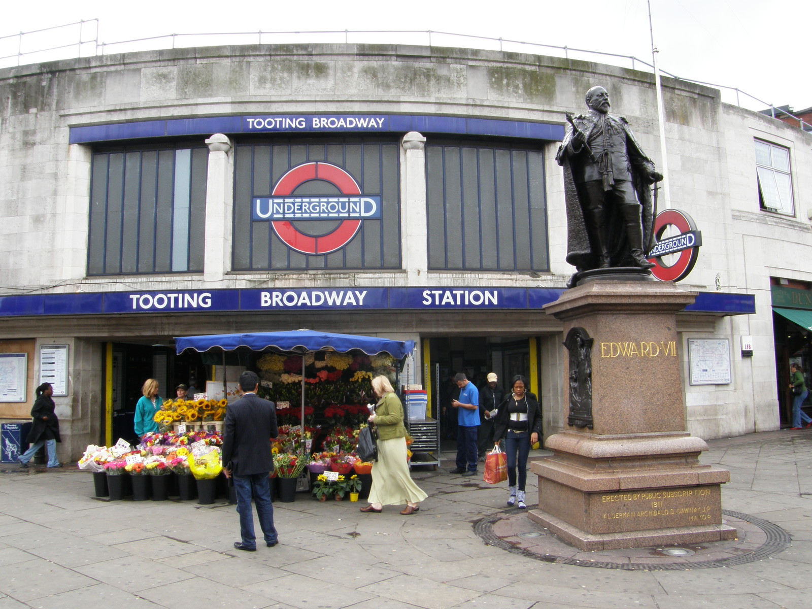 Tooting Broadway station