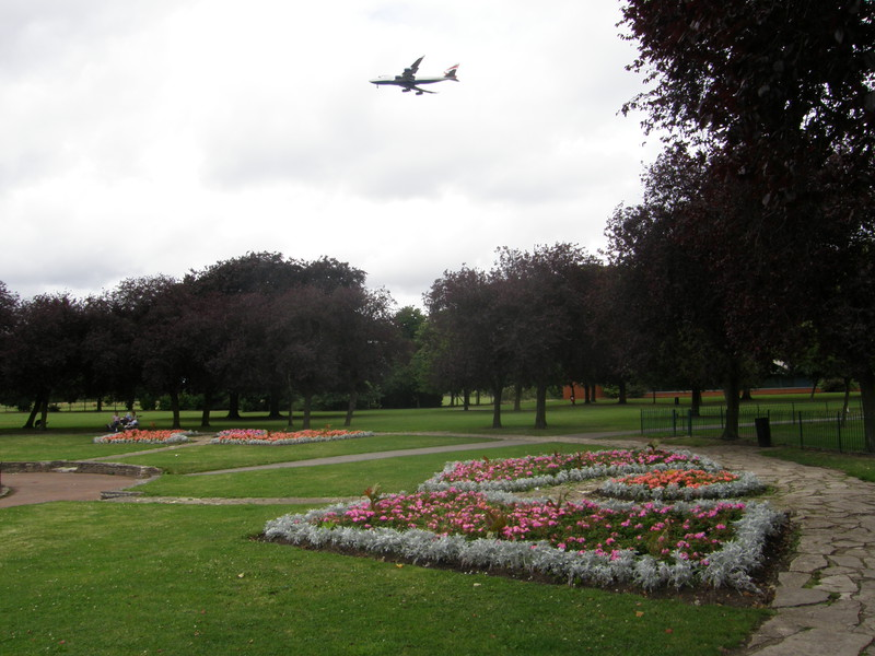 Low-flying planes over Lampton Park
