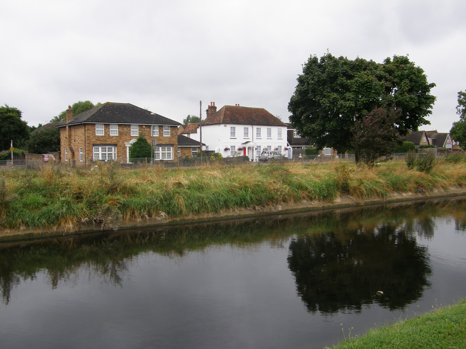 Houses along the Longford River